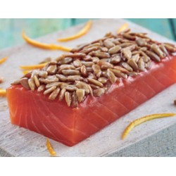 Lomo de salmón ahumado con citricos y pipas