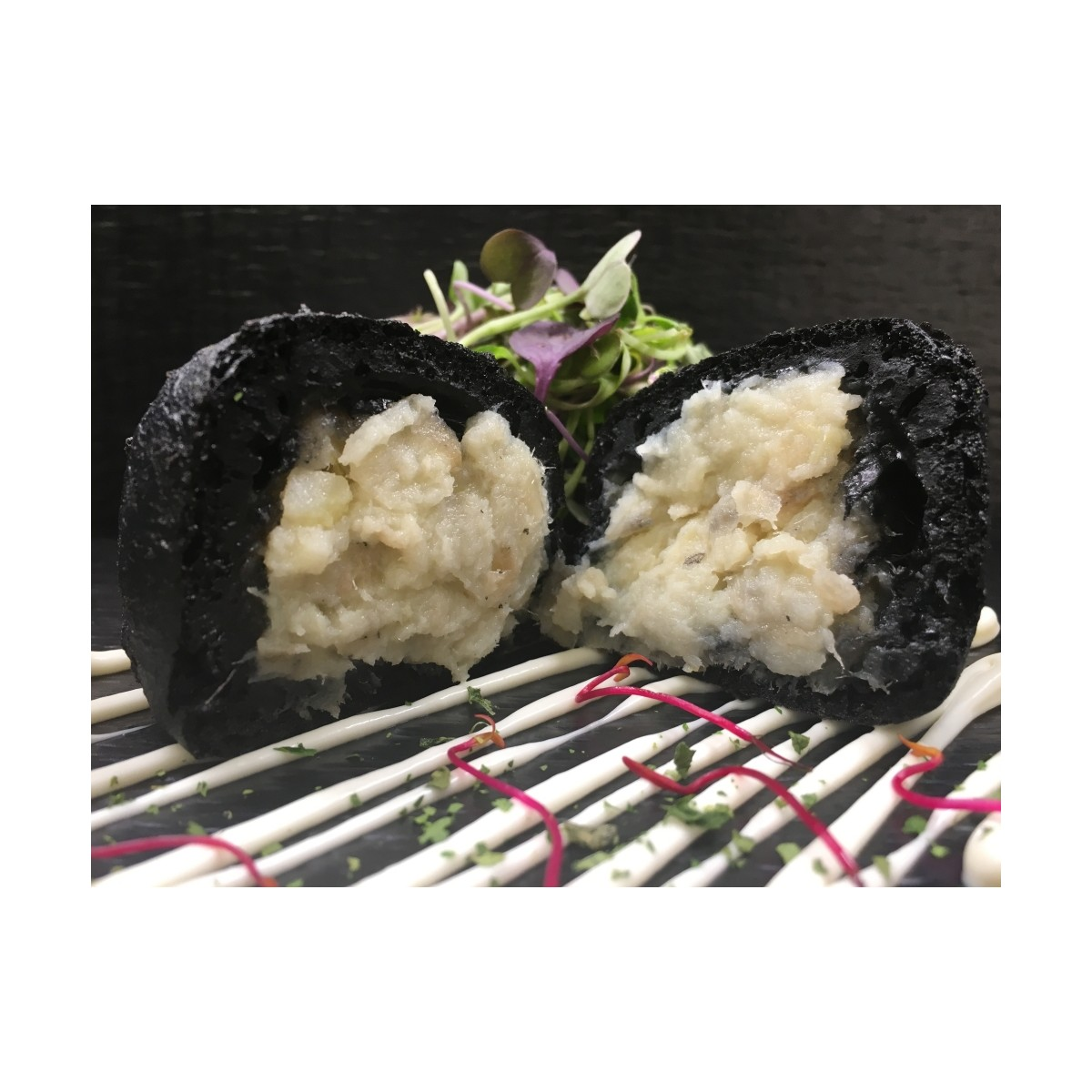 Buñuelos negros de bacalao con alioli 15 gr.