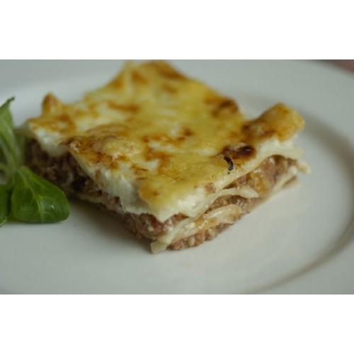 Lasaña de carne con bechamel y queso
